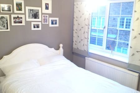 Double Bedroom, Ealing, parking, garden, station - Casa