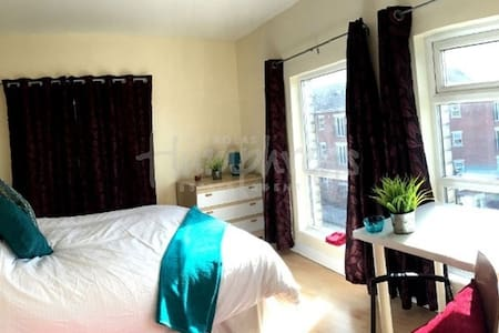 Great student based Location close to city centre. - Huoneisto
