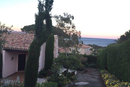Villa au charme provençale - Huvila