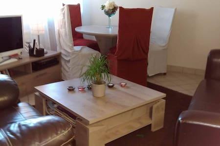 Chambre simple, spacieuse, calme et accueillante - Le Pallet
