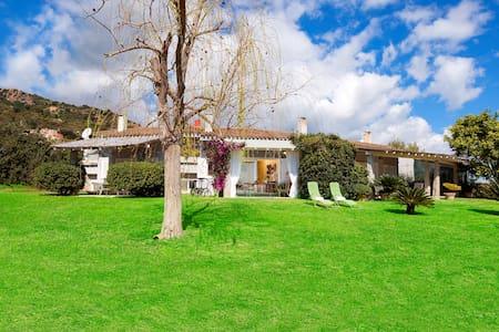 Delizioso appartamento con bellissimo giardino - Pula - Villa