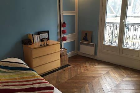 Chambre spacieuse au coeur de Paris