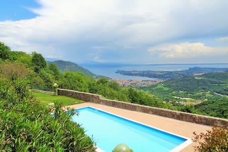 Ferienwohnung im alten Burgkloster | Seeblick Pool - Villanuova sul Clisi - Saló - Wohnung