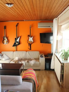 Room 1 in large family home - Casa