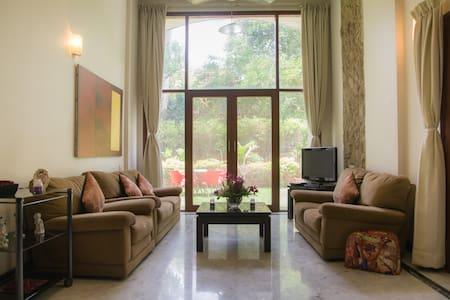 Stunning Large Garden Apartment in Koregaon Park!! - Appartement