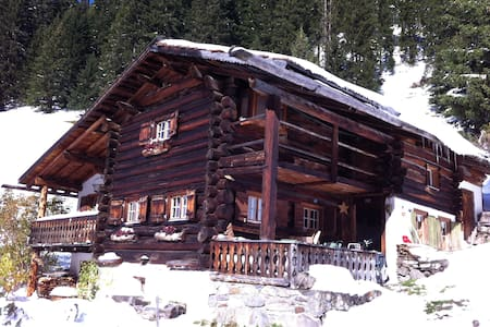 Three private rooms in Traditional Swiss Chalet - Davos - Chalet