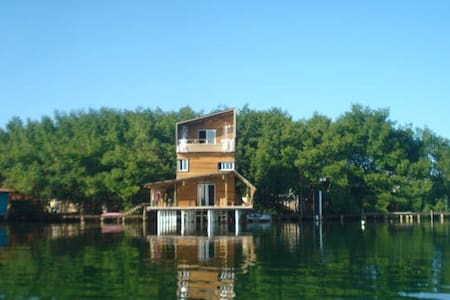 Casa Siboney sea front two bedroom near center. - Bocas del Toro Province