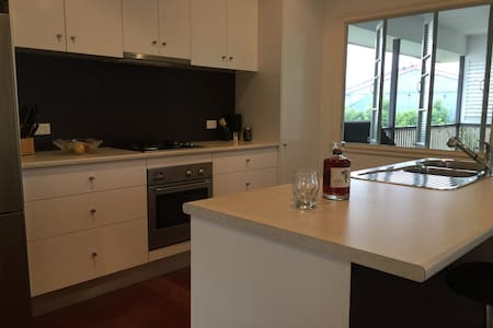 House in Hendra close to public transport, airport - Hendra - House
