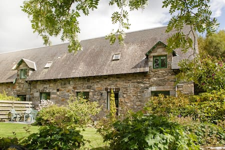 Family cottage near Aberfeldy with en-suite - Keltneyburn