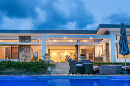 Broken Ridge - luxury, architecturally designed. - Hus