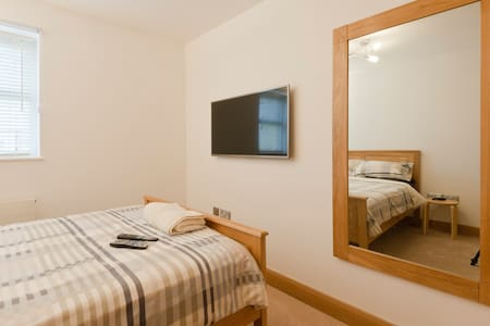 Luxury Double Room + Private Bath,Modern Apartment - Apartment