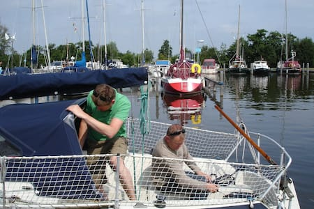 romantische kleine zeiljacht - Hajó