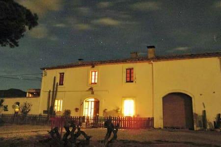 Masía catalana 1913 Cal Modesto Vía - House