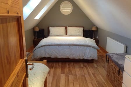 Comfortable Bright Attic room - Ballinteer