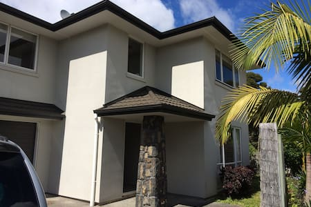 Family home 5 mins from Albany Mall & countryside - House