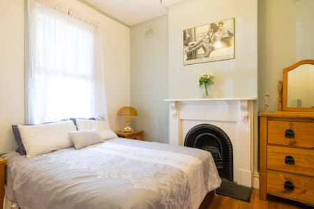 Victorian Parlour - 4 level house - Petersham - Bed & Breakfast