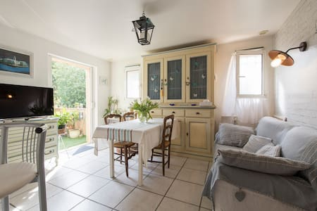 Chambre chaleureuse à Saint-Tropez - Daire