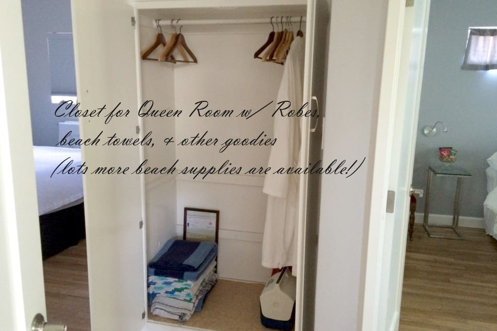Queen Bedroom Closet in hallway - ample extra storage if you need more than the provided luggage rack & hooks  in the bedroom