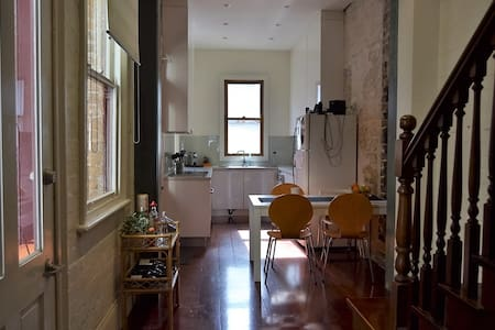 Central and charming room - Darlinghurst - House