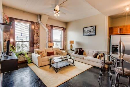 Downtown Houston - Clean & Secure - Houston - Apartment