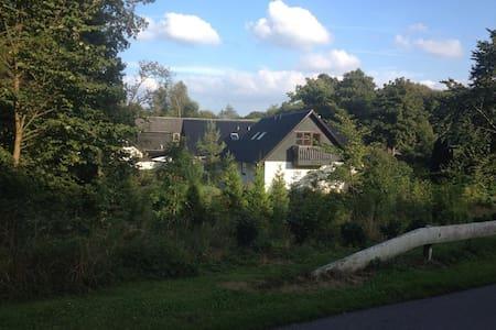Hyggeligt hus nær strand, skov og skamlingsbanken - House