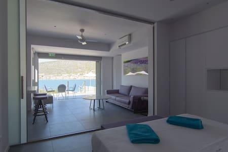 Suite for 2, 52sq.m-Private Pool-Korfos Korinthos - Korfos
