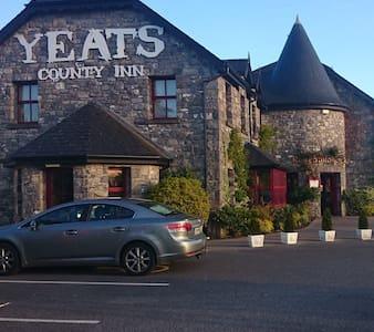 Yeats County Inn, Curry, Co. Sligo - Curry - Bed & Breakfast