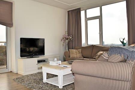 Spacious bright modern apartment