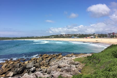 Double Room with own bathroom 100m to beach - Maroubra