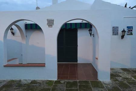 BUNGALOW con piscina y barbacoa. - Cap d'Artrutx - Chalé
