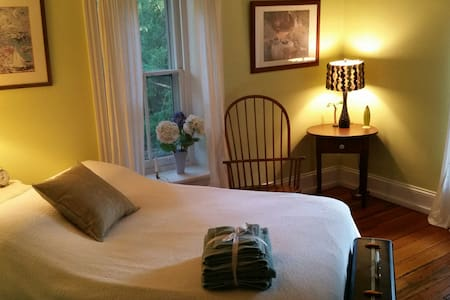 Bedroom in Historic Mainline Home - Wynnewood - Ev