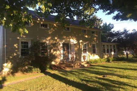 1860's Dream Country Farmhouse Come True! - Ház