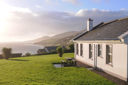 A Cottage By the Sea in Ireland - Domek parterowy