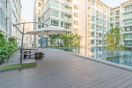 Luxurious condo on Sukhumvit/Free wifi /near BTS - Huoneisto