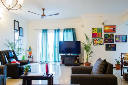 Private room with WiFi, gym nd pool - Bangalore