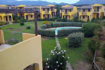 Casa con piscina vicino al mare - Leilighet