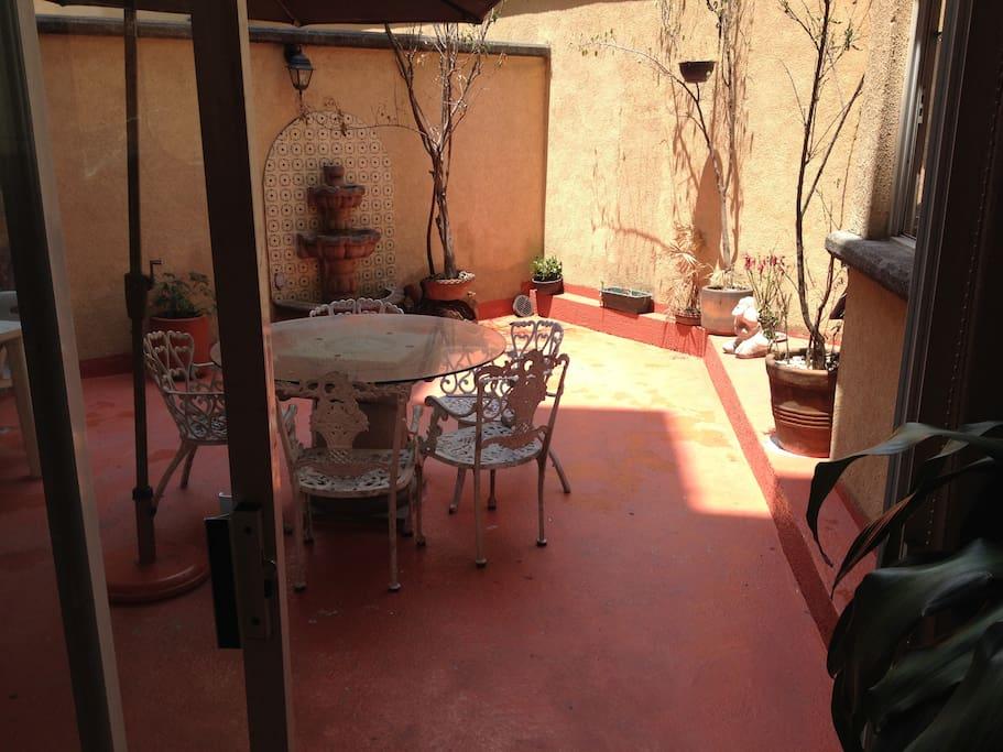 Hermosa terraza ideal para desayunar o reunirse