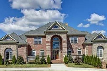 Private Mansion near Nashville - Gallatin - Talo