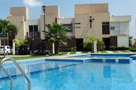 Beautiful House with pool, outstanding amenities - Ciudad Apodaca - Hus