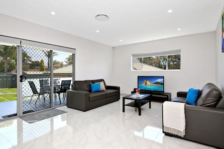 VILLA HYDRAE 96A - Modern & well located in SYDNEY - Revesby - Rumah