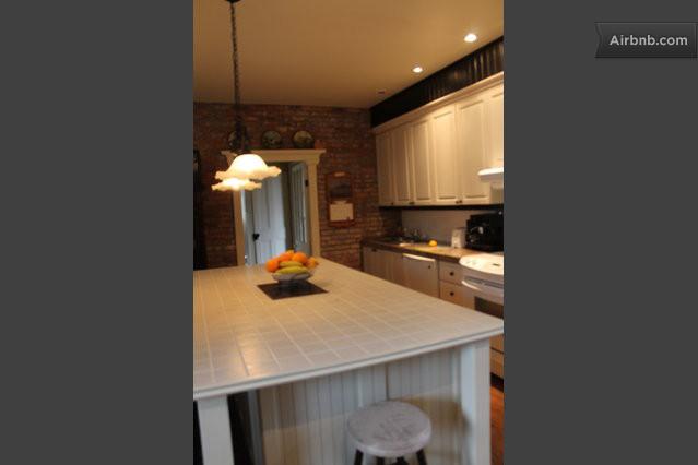 Mirabel vacation rentals short term rentals airbnb for Cuisine conviviale