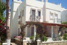 Traditional Whitewash Seaside Villa