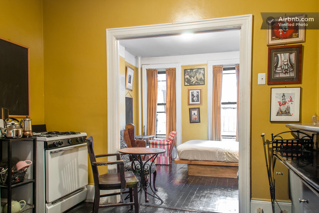 New york vacation rentals short term rentals airbnb for Loft soho new york