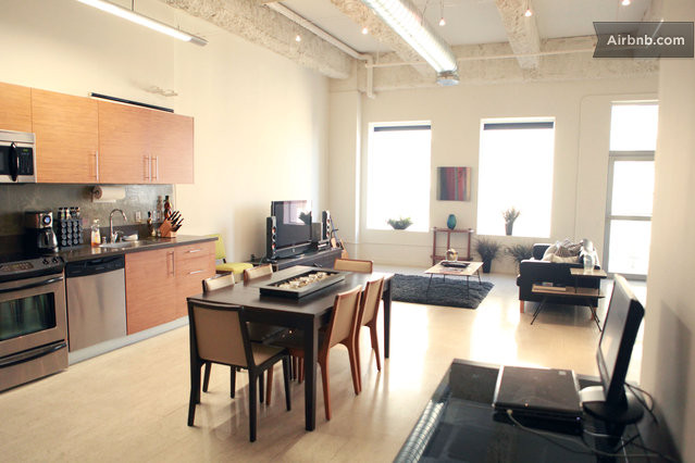 Los angeles vacation rentals villas airbnb for Open concept loft