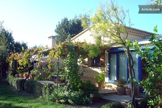 Locations saisonni res et locations de courte dur e for Entretien jardin villeneuve les avignon