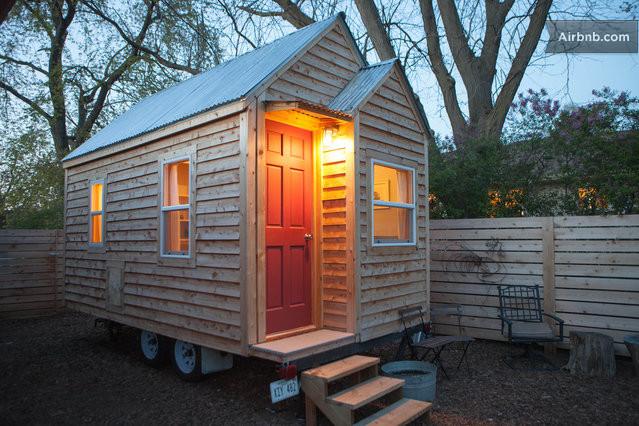 Modern tiny house in omaha nebraska in omaha for Minimalist house trailer