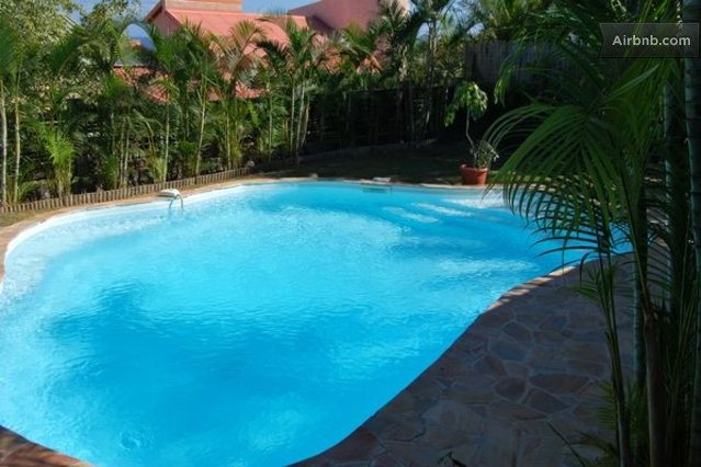 Saint leu holiday rentals accommodation airbnb for Piscine reunion