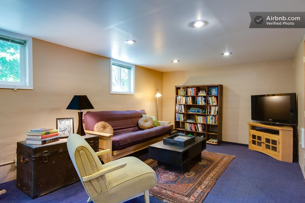 Cozy Daylight Basement Apartment In Portland