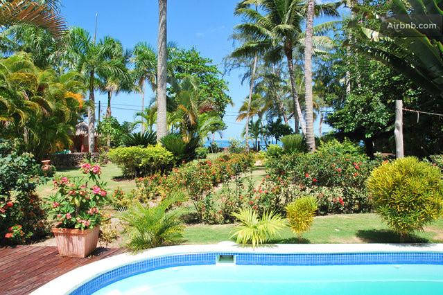 jardin tropical face à la mer