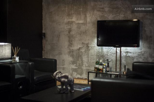 Studio apartment in berlin mitte in berlin - Betonwand wohnzimmer ...
